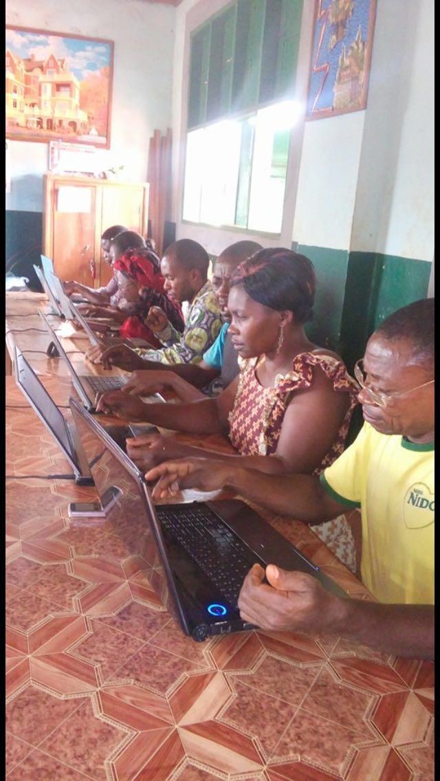 Leerkrachten St. Aloys aan de slag met laptops