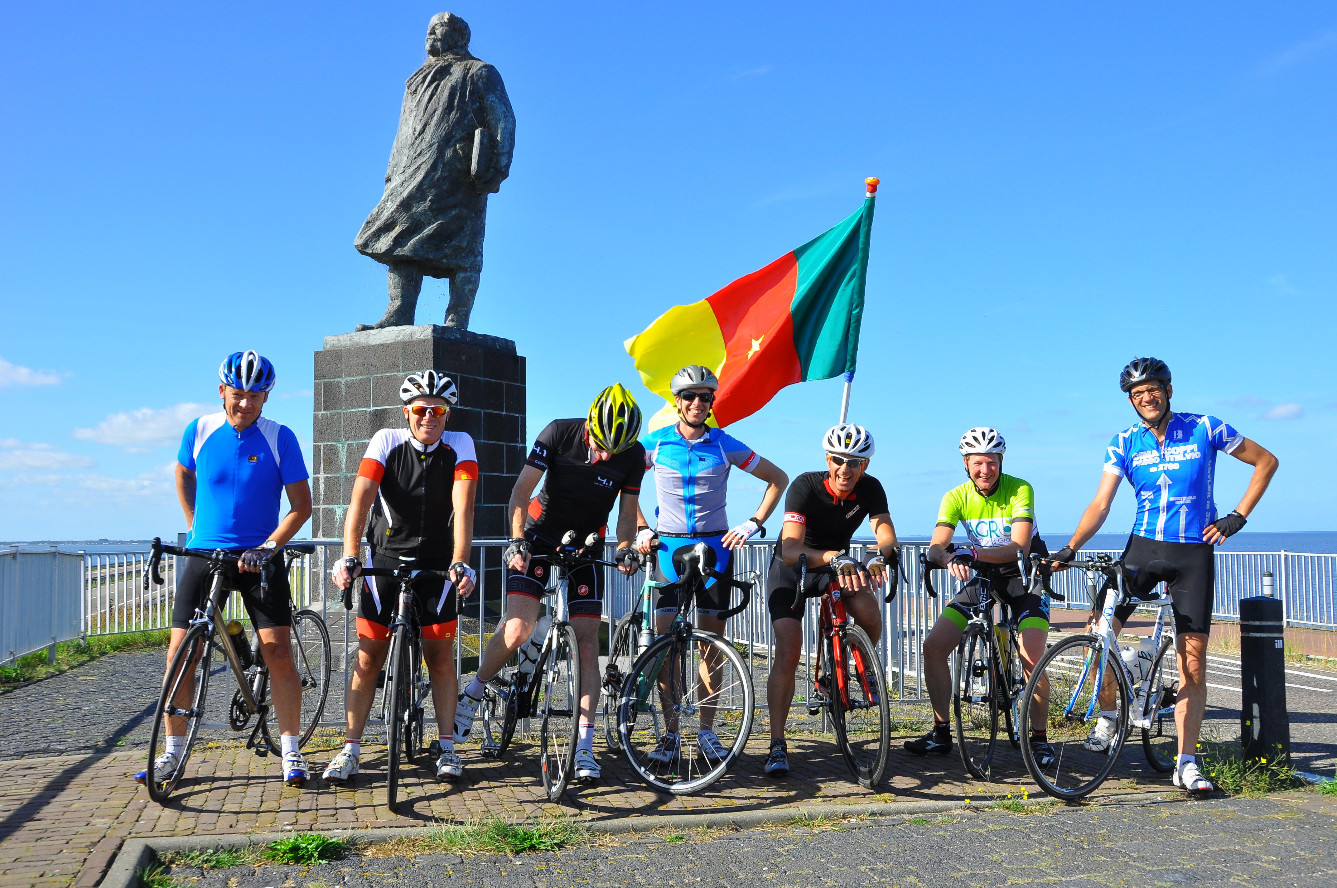 Rondje IJsselmeer: 13 uur fietsen, 305 kilometers, meer dan 2.300 euro!