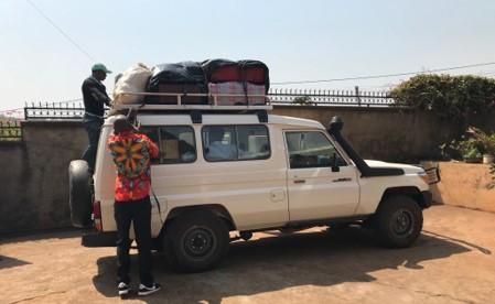 Met volle koffers naar Kameroen